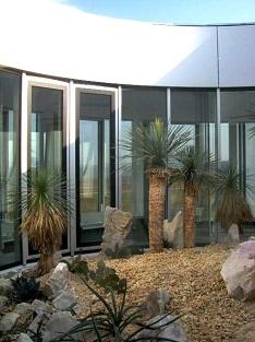 innenraumbegrünung eines dach atrium lichthof, Innenhof mit mediterranen pflanzen